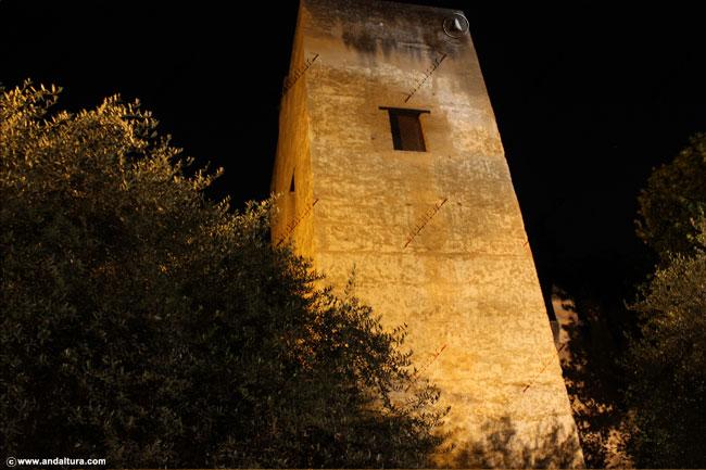 Torre del Cadí nocturno desde la Cuesta de los Chinos