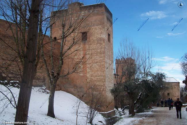 Torre del Cadí desde la Cuesta de los Chinos, nevado