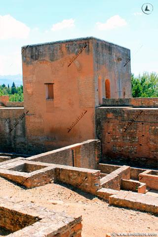 Torre del Capitán desde el Paseo de los Cipreses