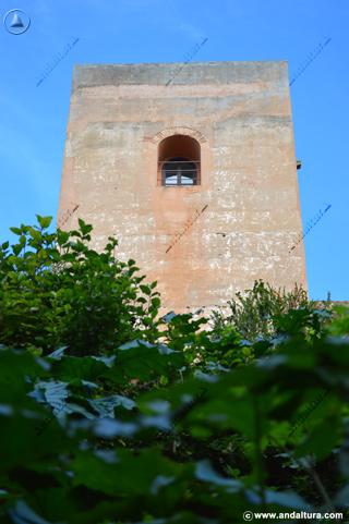 Torre del Capitán desde el exterior, en el Paseo del Generalife