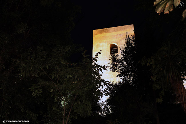 Torre del Capitán nocturna