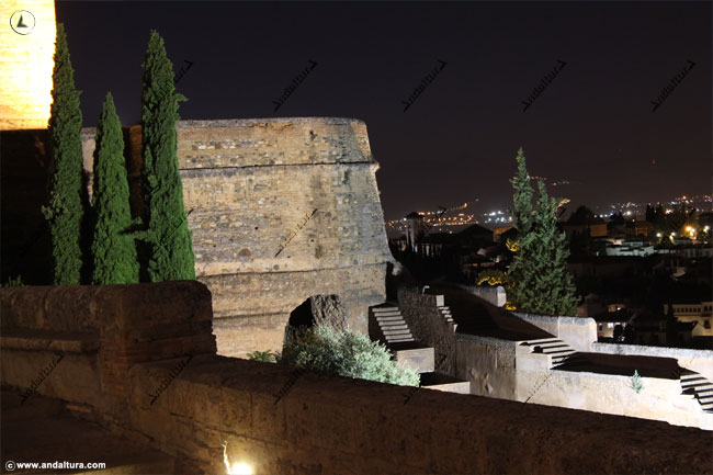 Torre del Cubo nocturno