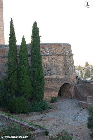 Torre del Cubo y entrada a la Puerta de la Tahona