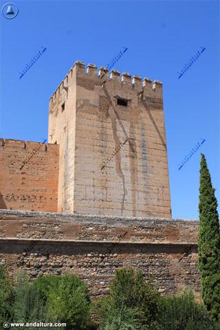 Torre del Homenaje desde la Placeta de Carlos V
