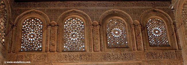 Detalla ventanas con celosías en la Torre de Ismael