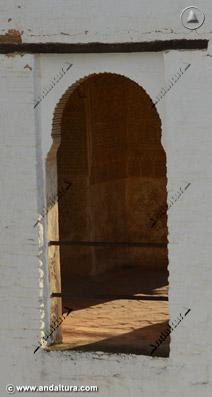 Detalle ventana de la Torre de Ismael desde el exterior