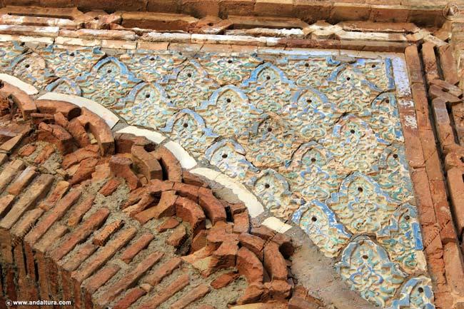 Azulejos originales en la Puerta interior de la Torre de la Justicia