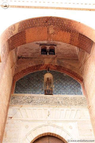 Detalle entrada a la Torre de la Justicia junto a la Placeta de la Explanada
