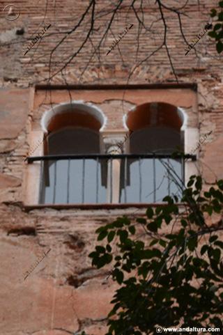 Detalle de la ventana de la vertiente sur de la Torre de la Justicia