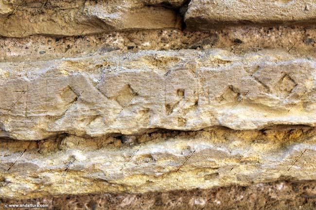 Lapidas en la Muralla cercana a la Torre de la Justicia