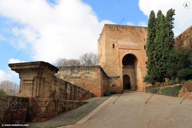 Muralla, Baluarte, Puerta y Torre de la Justicia desde la Placeta de la Explanada