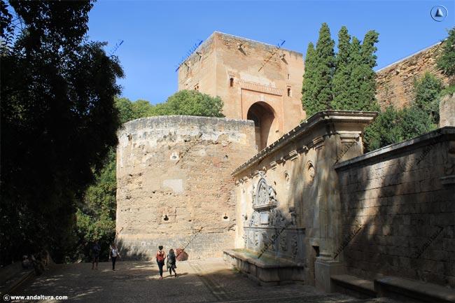 Torre de la Justicia y Pilar de Carlos V