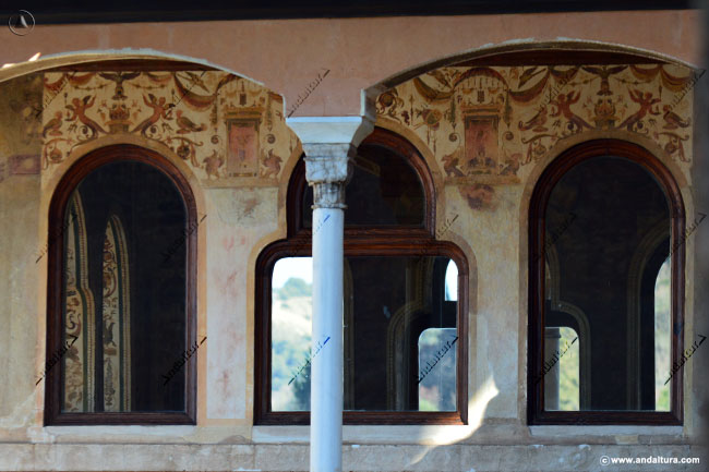 Detalle columnas y grabados Peinador de la Reina