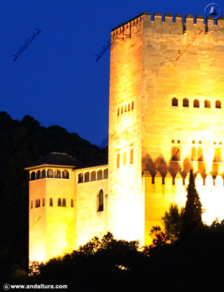 Torre de Comares y Peinador de la Reina