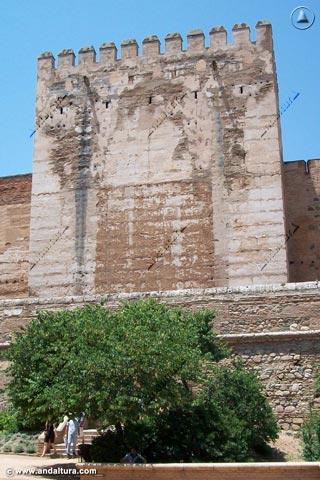 Torre Quebrada desde la Placeta de Carlos V