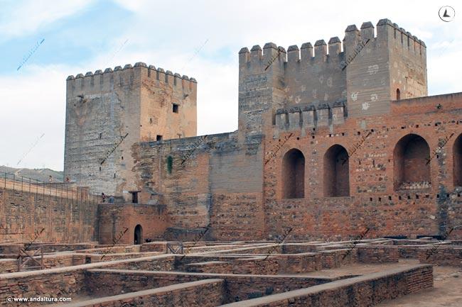 Torre Quebrada y del Homenaje desde la Plaza de Armas