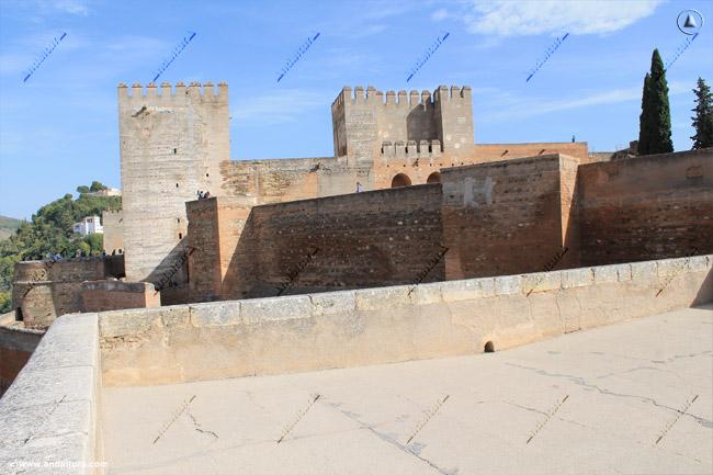 Torre del Homenaje y Torre Quebrada desde la terraza de la Torre de las Armas