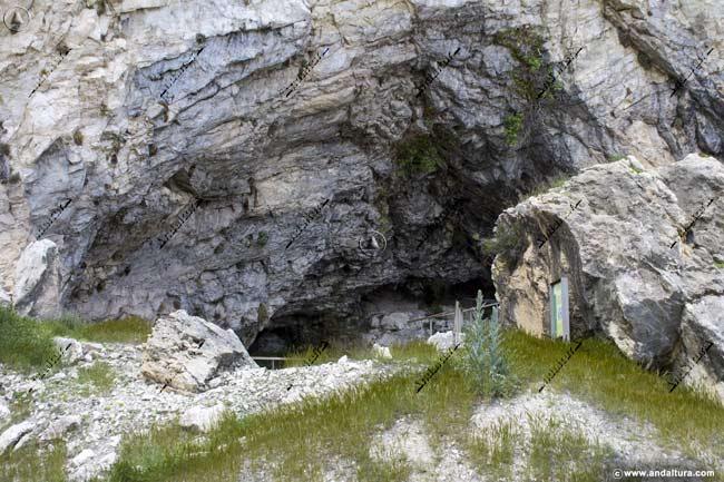 Cavidad de la Cueva de Ambrosio, Monumento Natural del mismo nombre