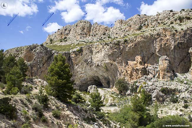Entorno del Monumento Natural Cueva de Ambrosio