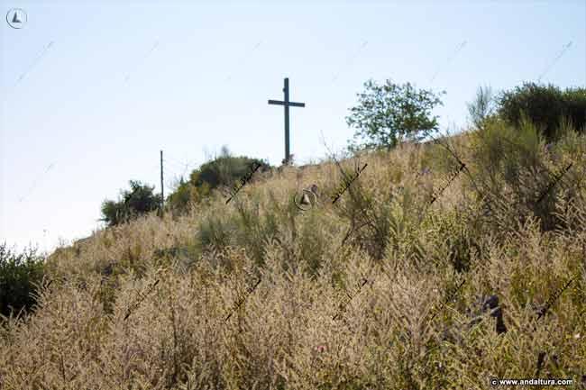 Comenzando el descenso desde la Cruz de la Camorra