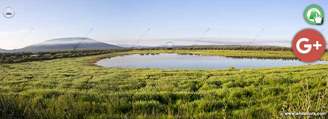 Laguna de la Castañuela y al fondo la Sierra de Mollina