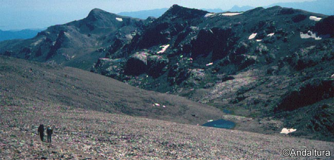 Senderismo por el Valle de Lanjarón, descendiendo a la Laguna de Lanjarón