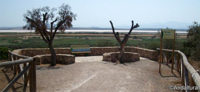 Mirador de Cantarranas en la Reserva Natural Laguna Fuente de Piedra