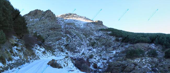 Pista del GR-240 hacia el Refugio Vivac de Piedra Negra